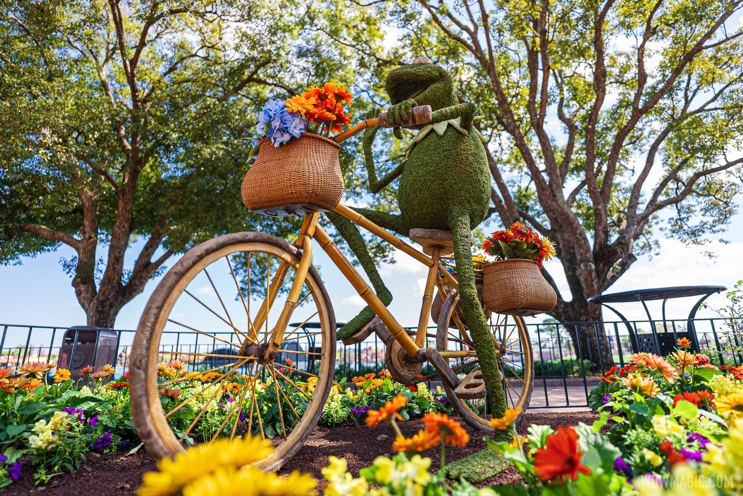 Kermit the Frog – Between United Kingdom and Canada Pavilions