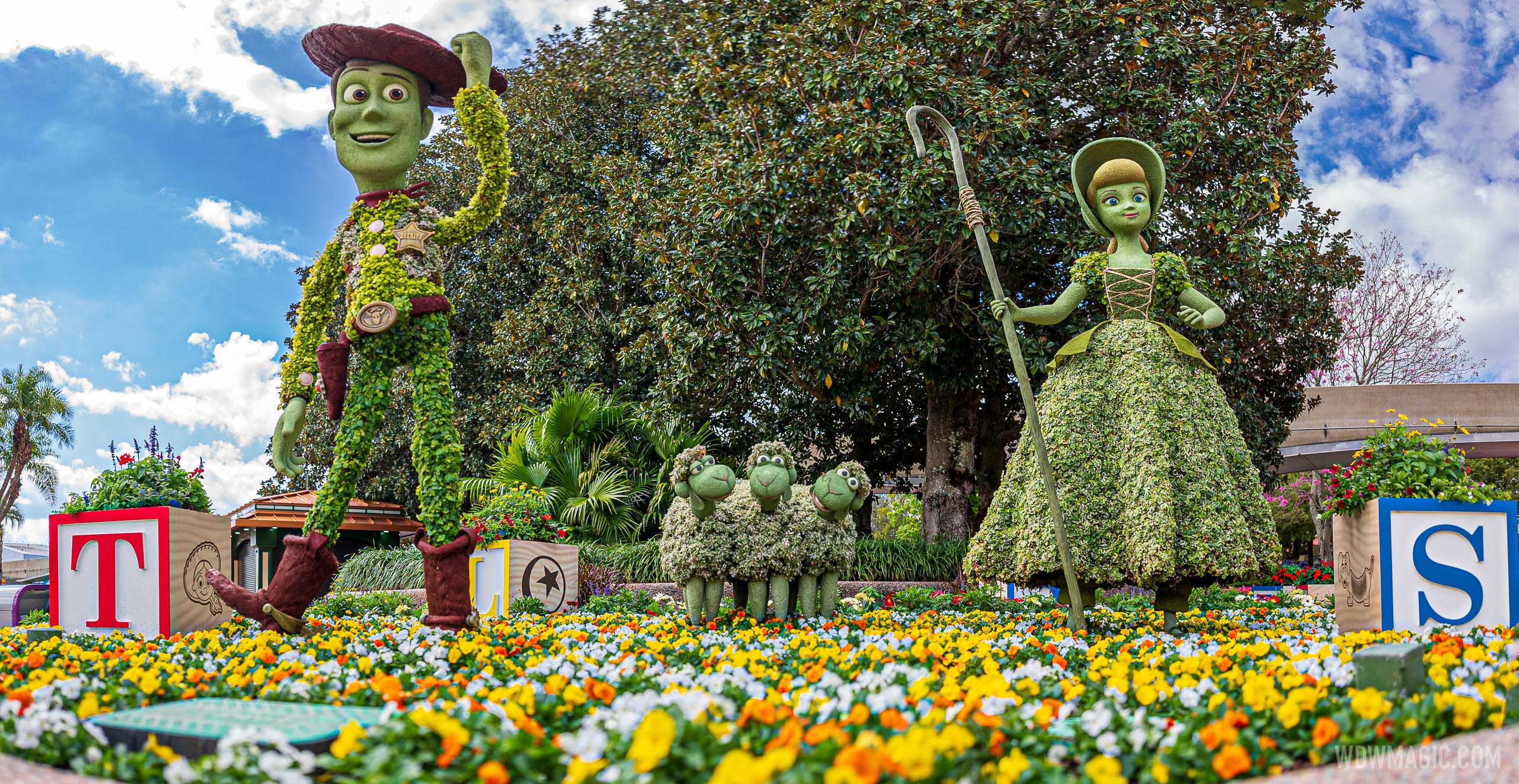 Woody, Bo Peep and her sheep – Future World West