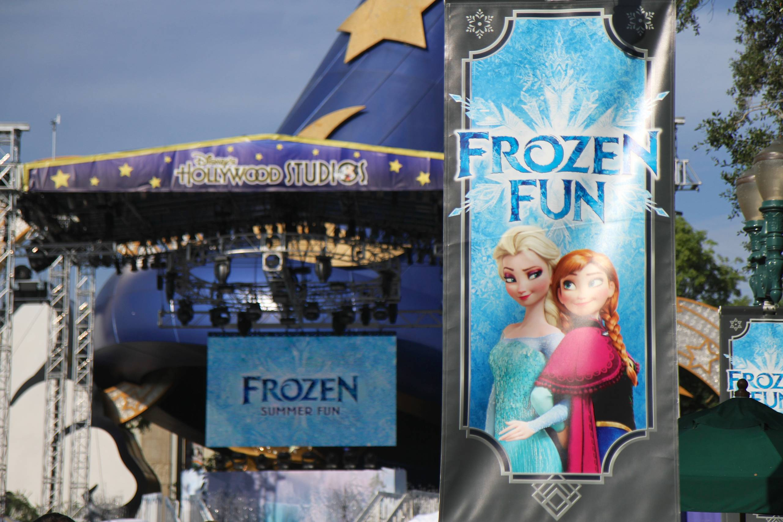 Frozen Summer Fun - Decor and signs