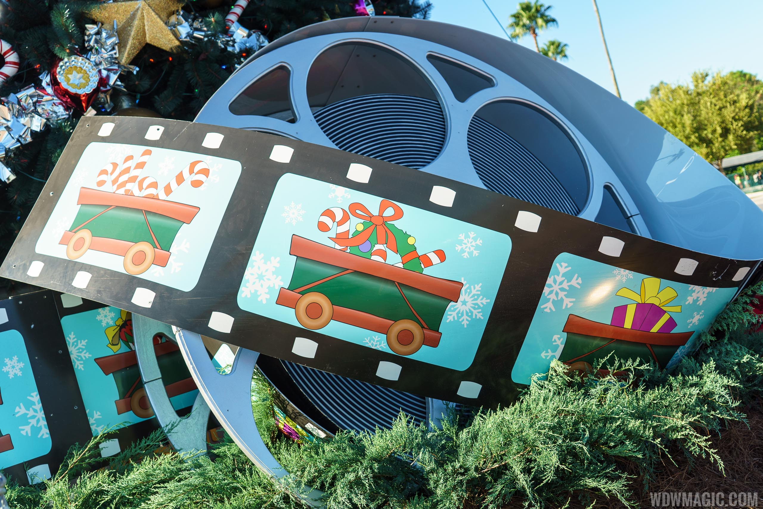 Disney's Hollywood Studios holiday decorations 2015
