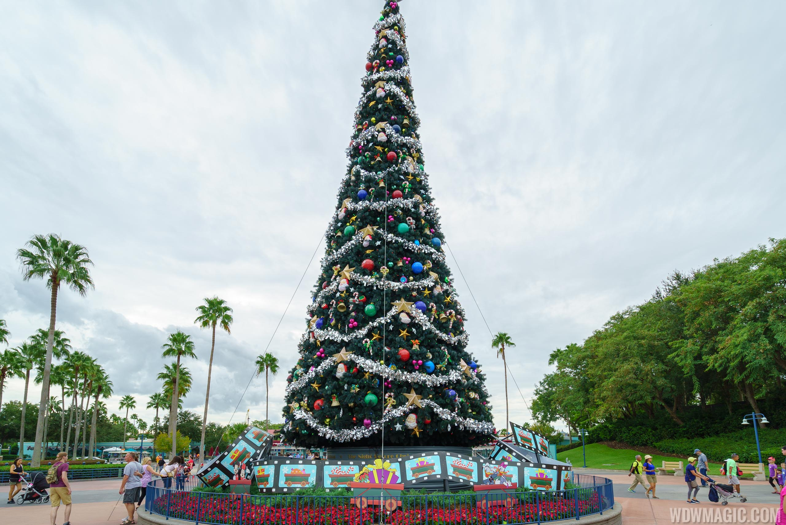 Disney's Hollywood Studios holiday decorations 2016