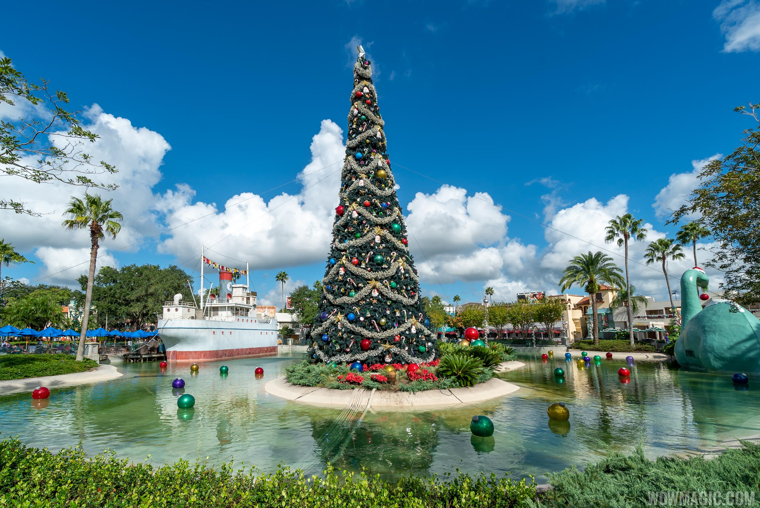 2019 Holiday Decorations at Disney's Hollywood Studios