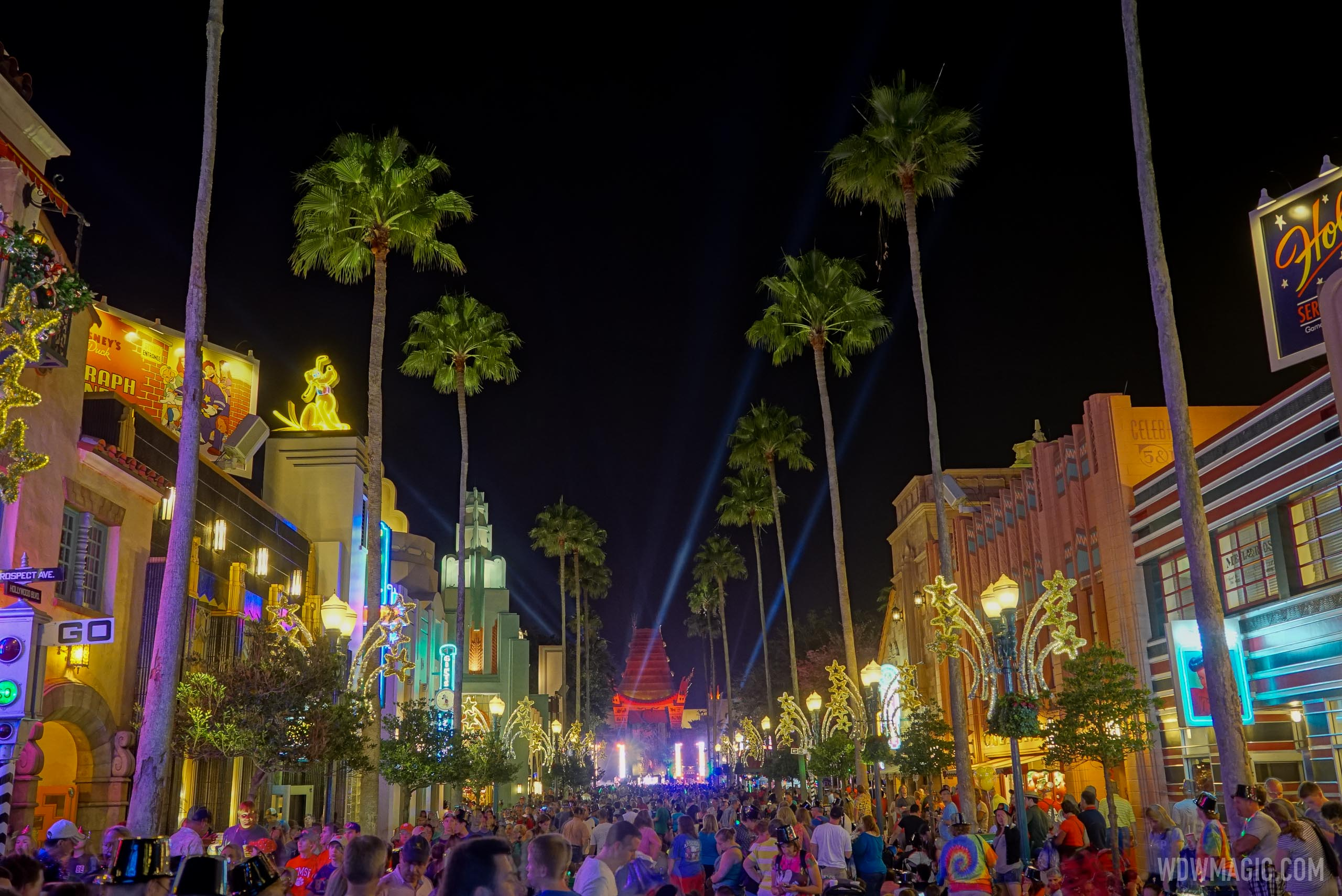 Holidays-at-Disneys-Hollywood-Studios_Full_40431.jpg