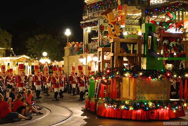 full details of the 2010 disney parks christmas day parade