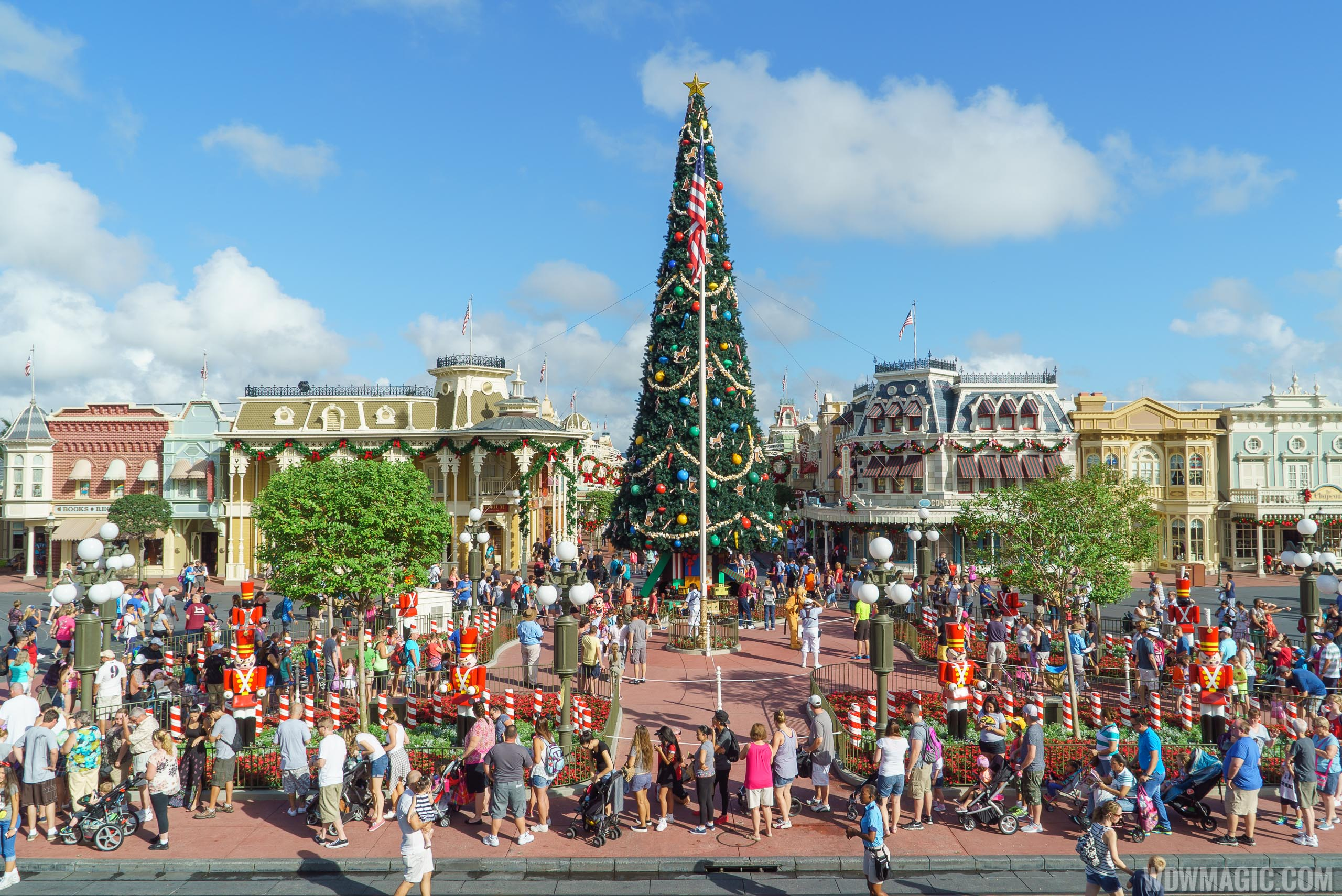 Photos Holidays Get Underway At The Magic Kingdom Complete With Christmas Tree