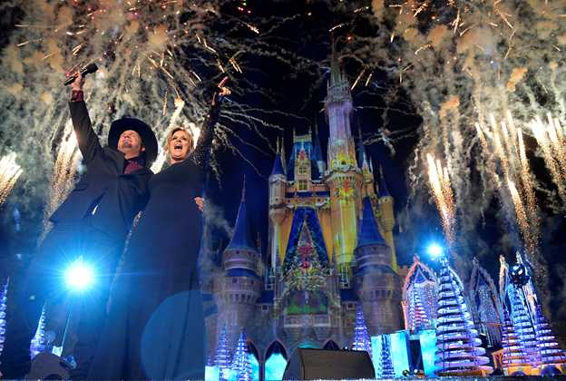 2016 The Disney Parks Magical Christmas Celebration