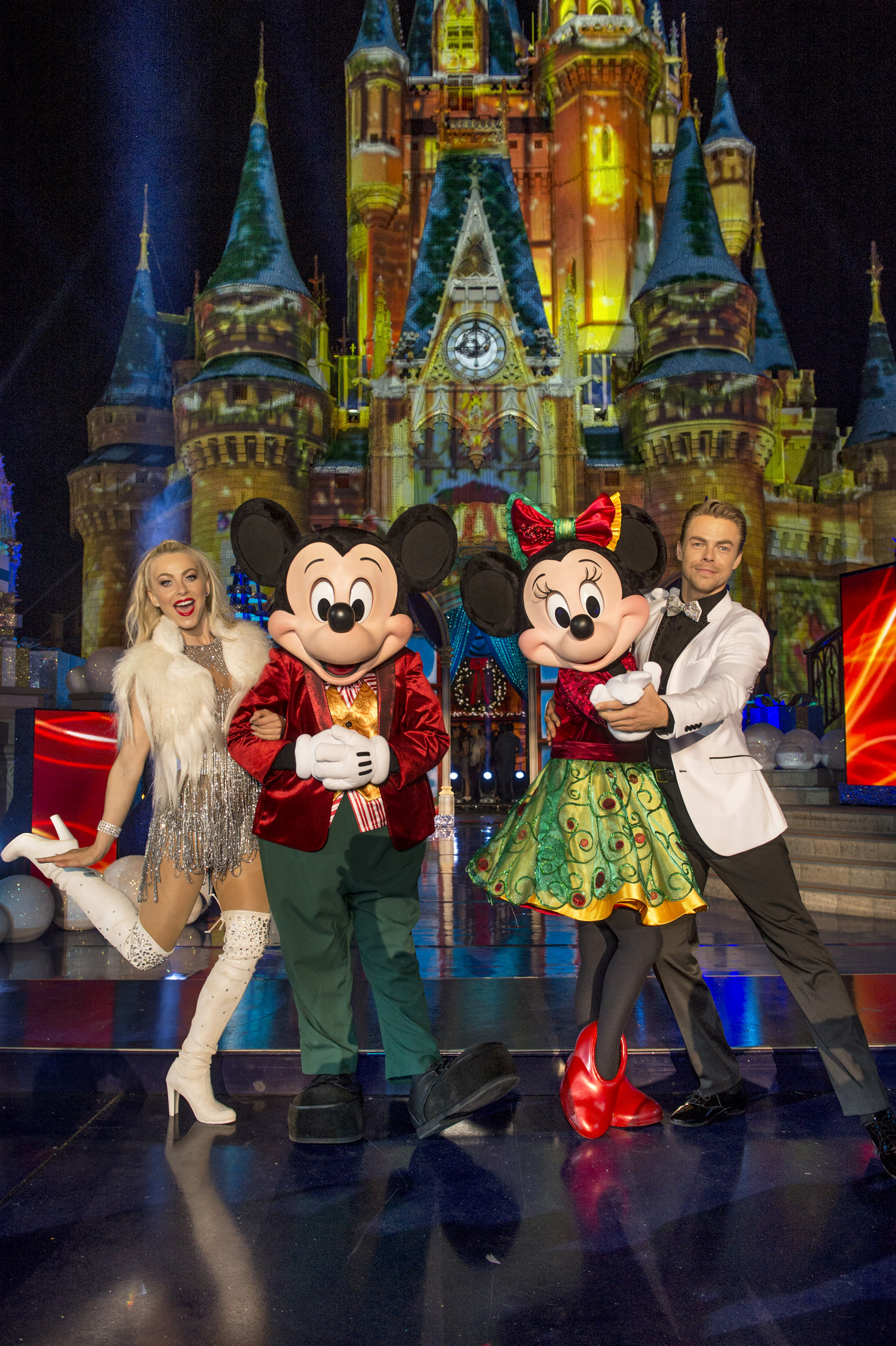 Julianne Hough and pro-dancer Derek Hough hosted the 2016 holiday specials