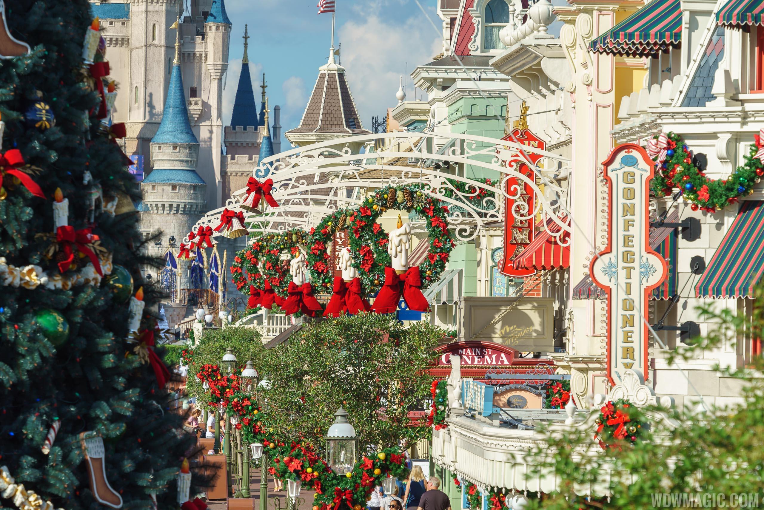Photos The Magic Kingdom S 2017 Christmas Holiday Decorations
