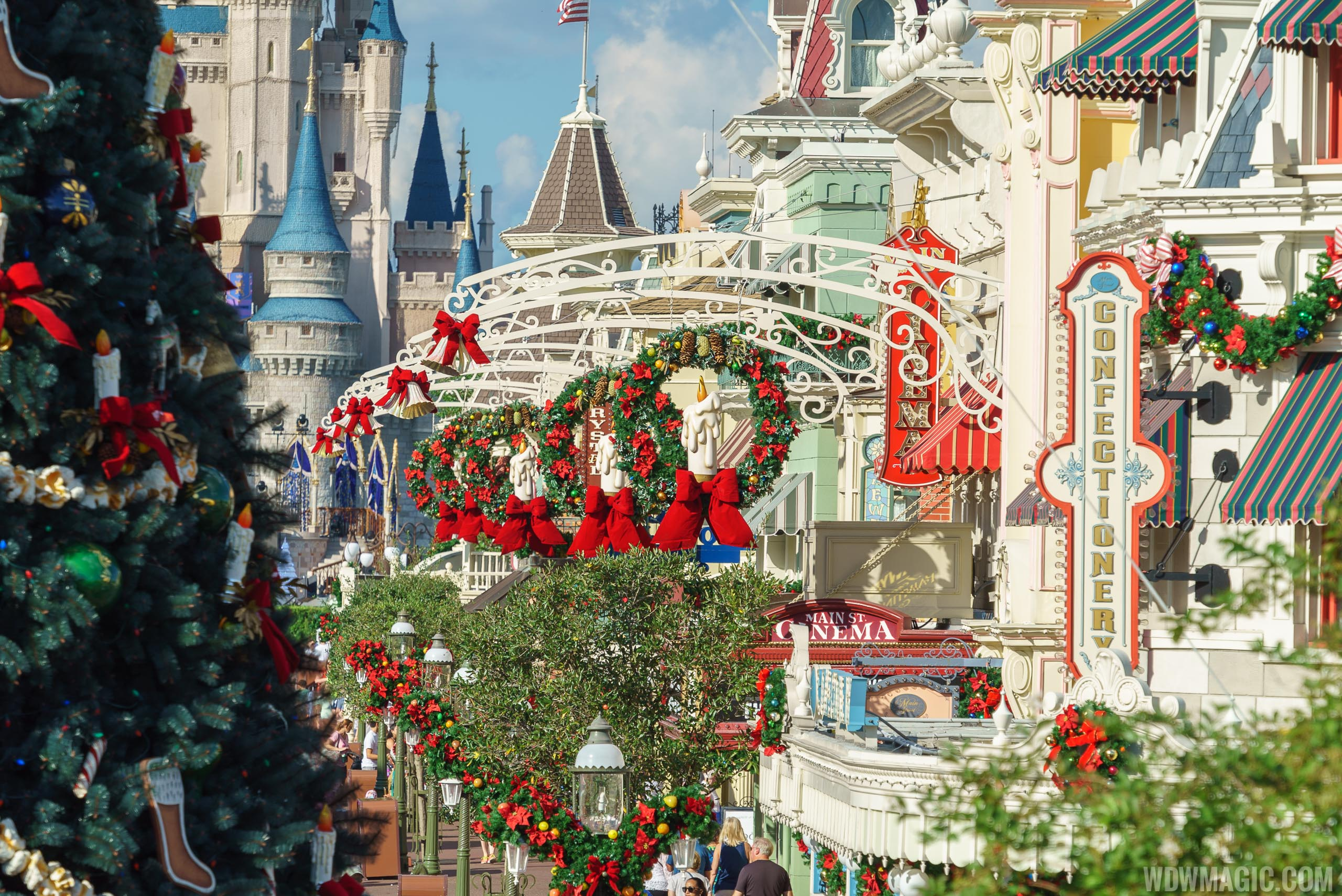 photos the magic kingdoms 2017 christmas holiday decorations - Disney Christmas Decorations 2017