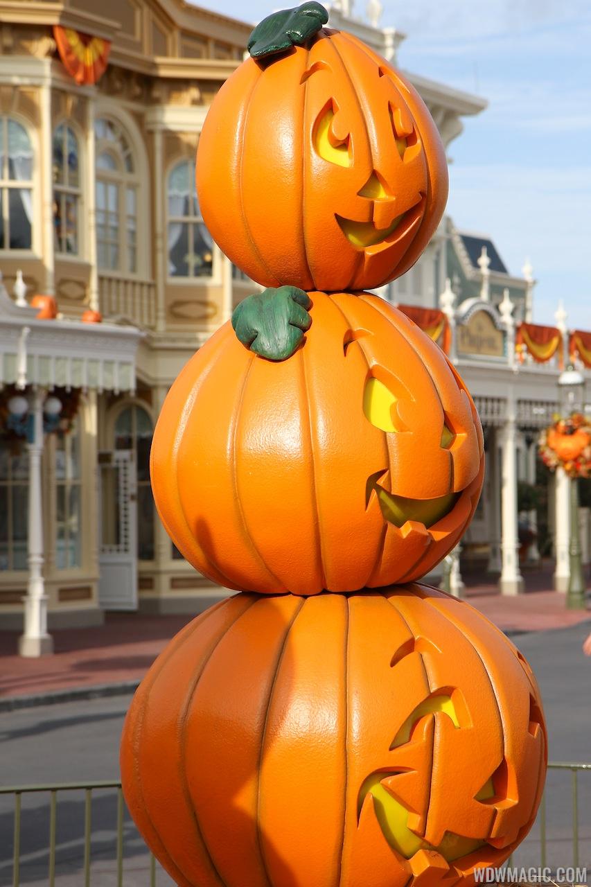 Halloween decorations installation 2012