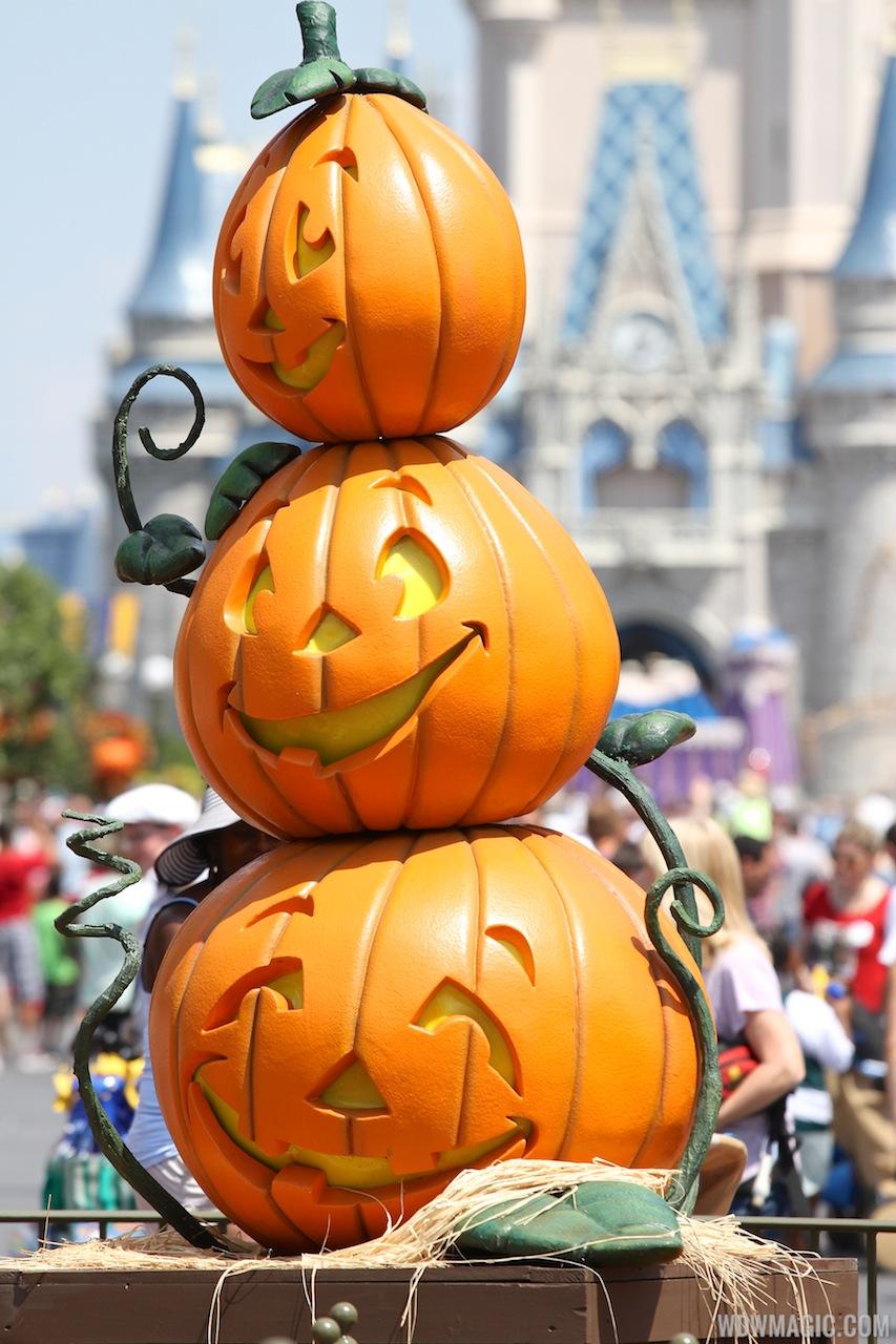fall decor tin can pumpkins pet food upcycle crafts halloween