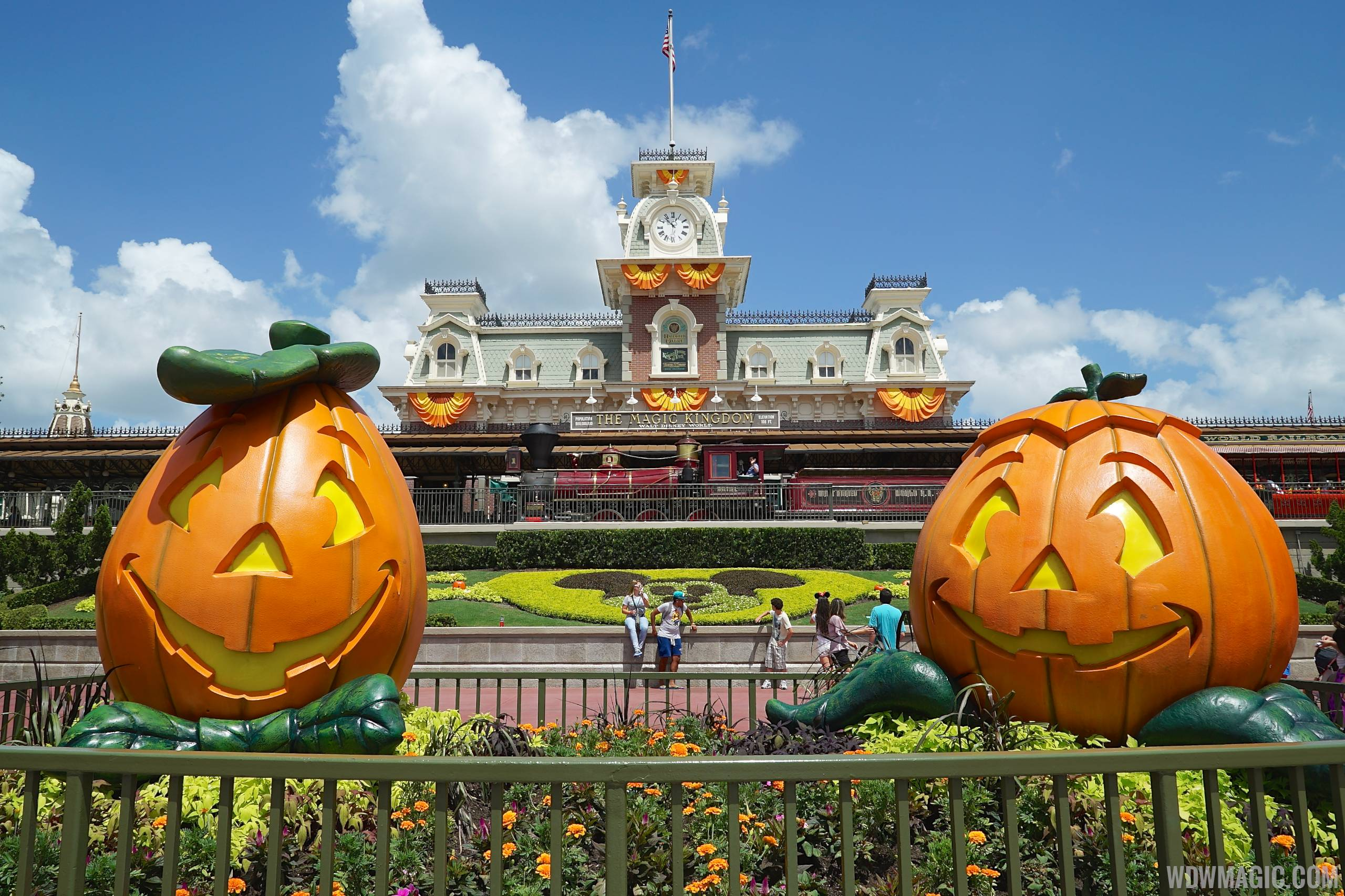 magic kingdoms fall halloween decorations 2014
