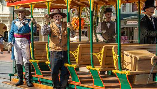 PHOTOS and VIDEO - The Cadaver Dans join Halloween at the Magic Kingdom