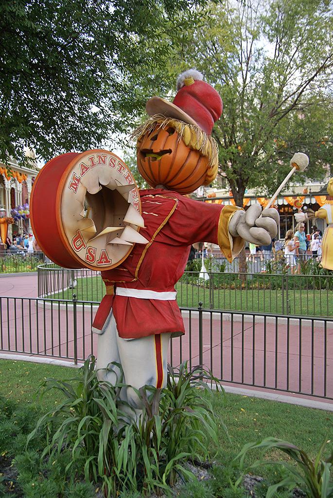 Halloween decorations installation