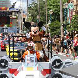 2015 Star Wars Weekends - Weekend 3 Legends of the Force motorcade celebrities