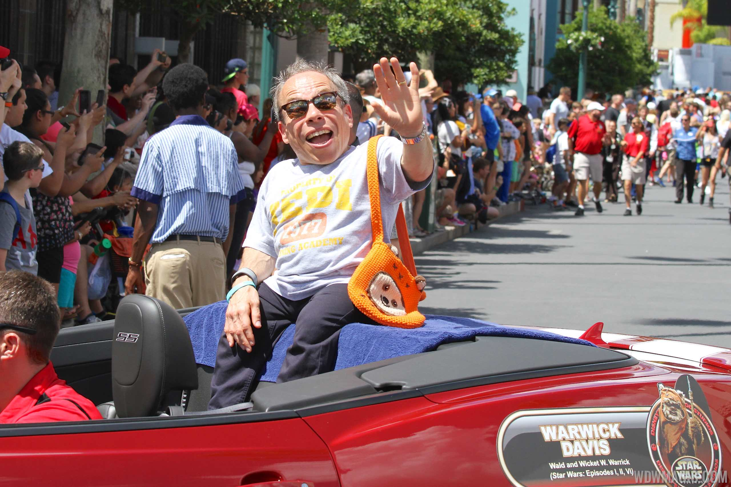2015 Star Wars Weekends - Weekend 3 Legends of the Force motorcade celebrities - Warwick Davis