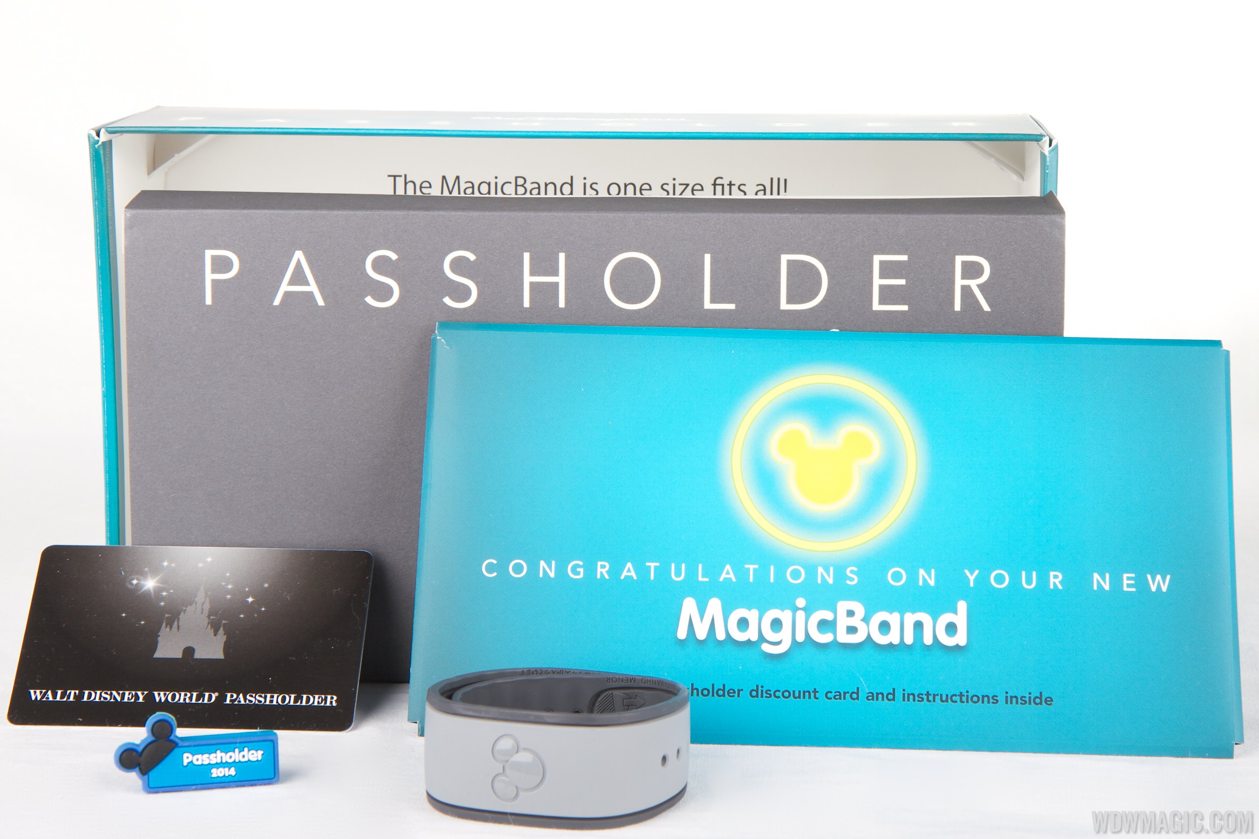 Passholder MagicBand with MagicSlider, discount card and instructions