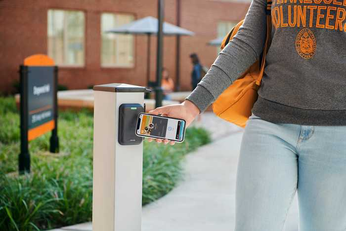Apple Wallet contactless in use as Student ID