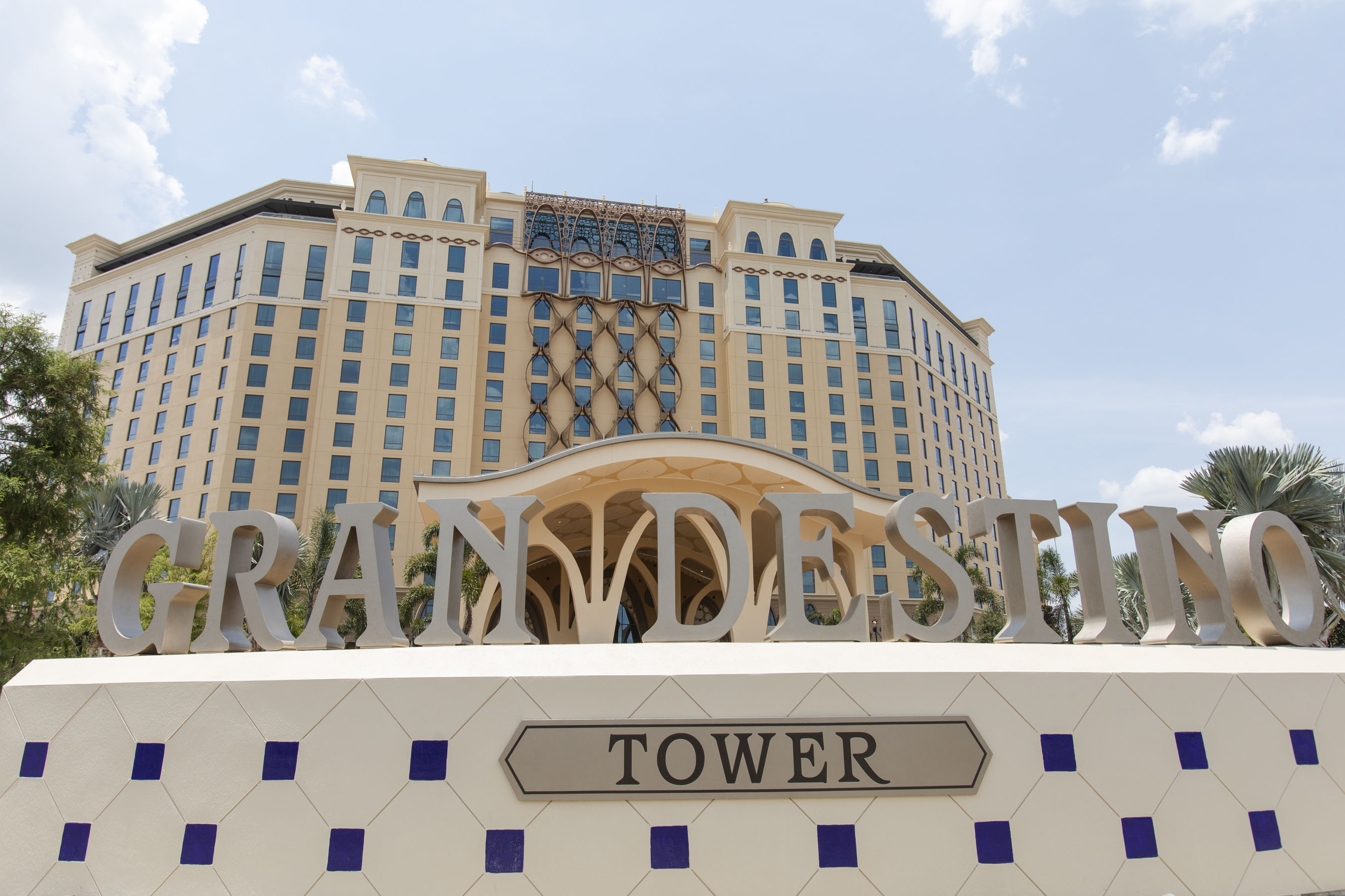 Gran Destino Tower lobby and guest rooms
