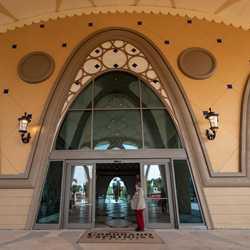 Gran Destino Tower exterior and lobby