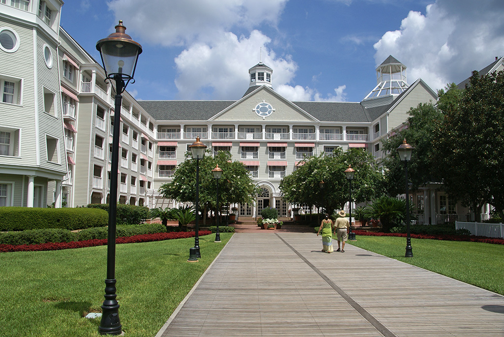 Yacht Club Resort buildings and grounds