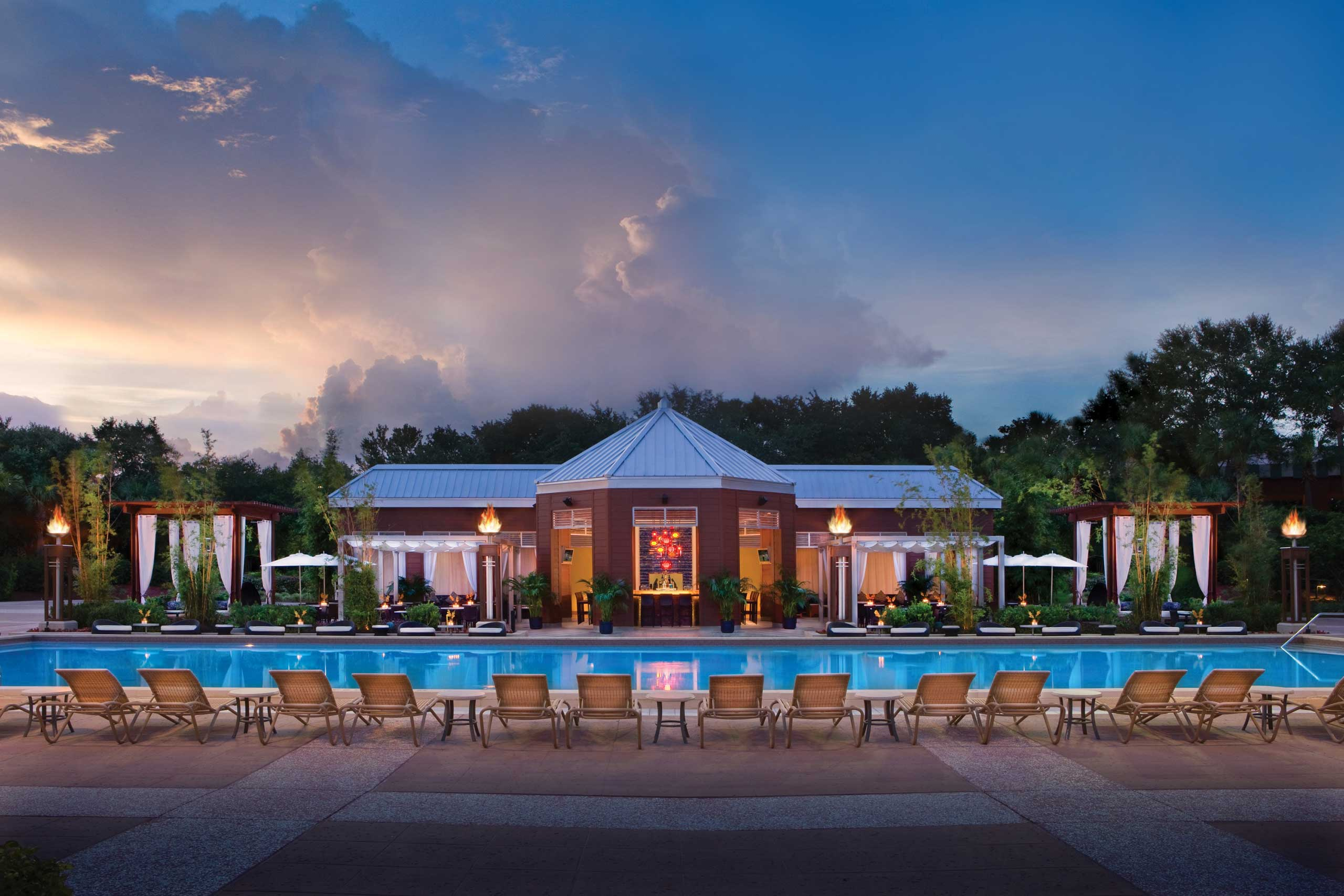 Walt Disney World Swan and Dolphin Resort is now offering up to a 30 percent discount for Annual Passholders