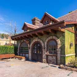 Bonjour Village Gifts exterior refurbishment - February 5 2021