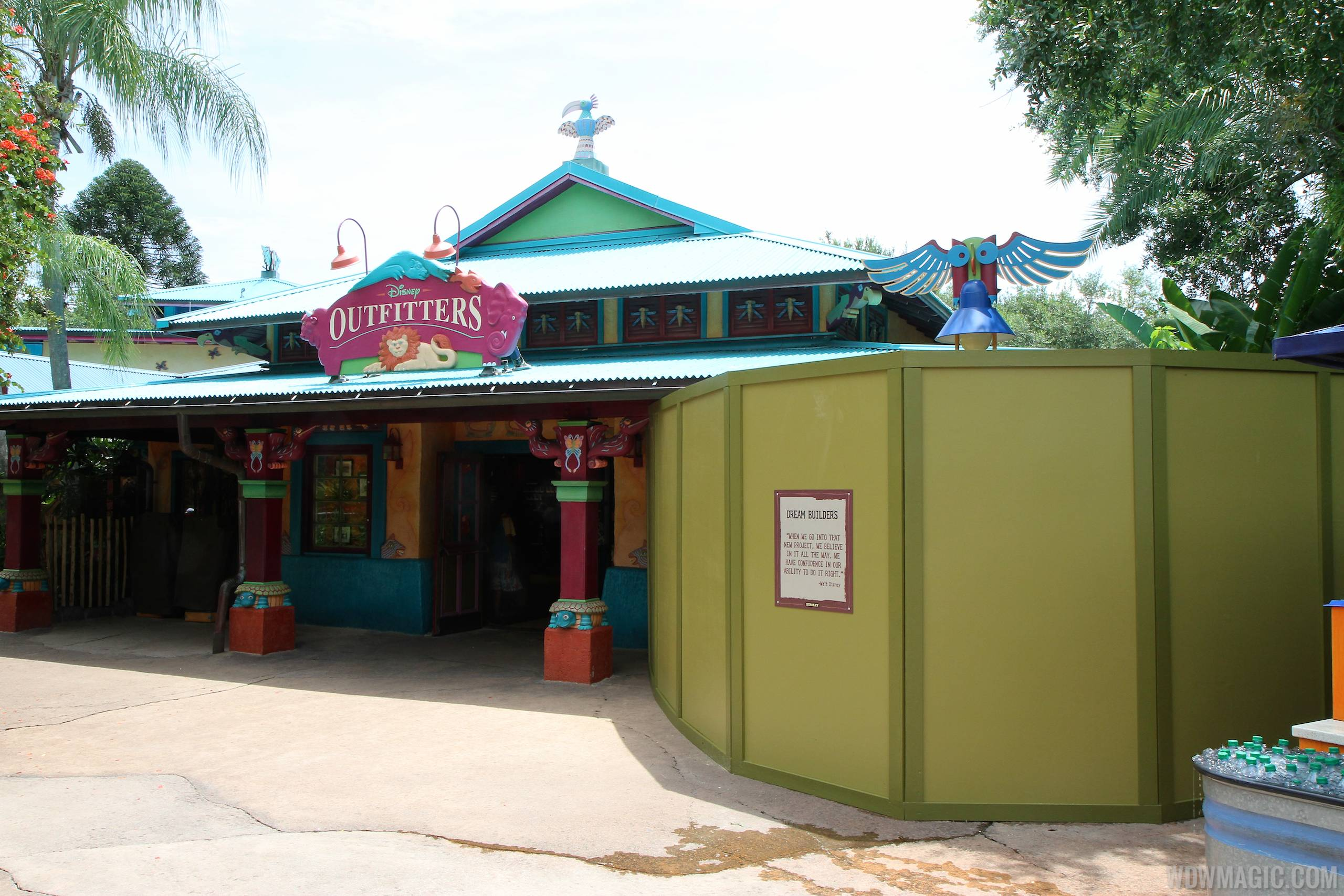Disney Outfitters construction walls