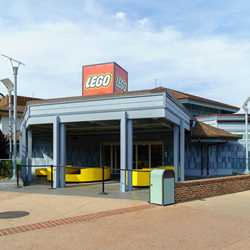 New exterior paint scheme at The LEGO Store