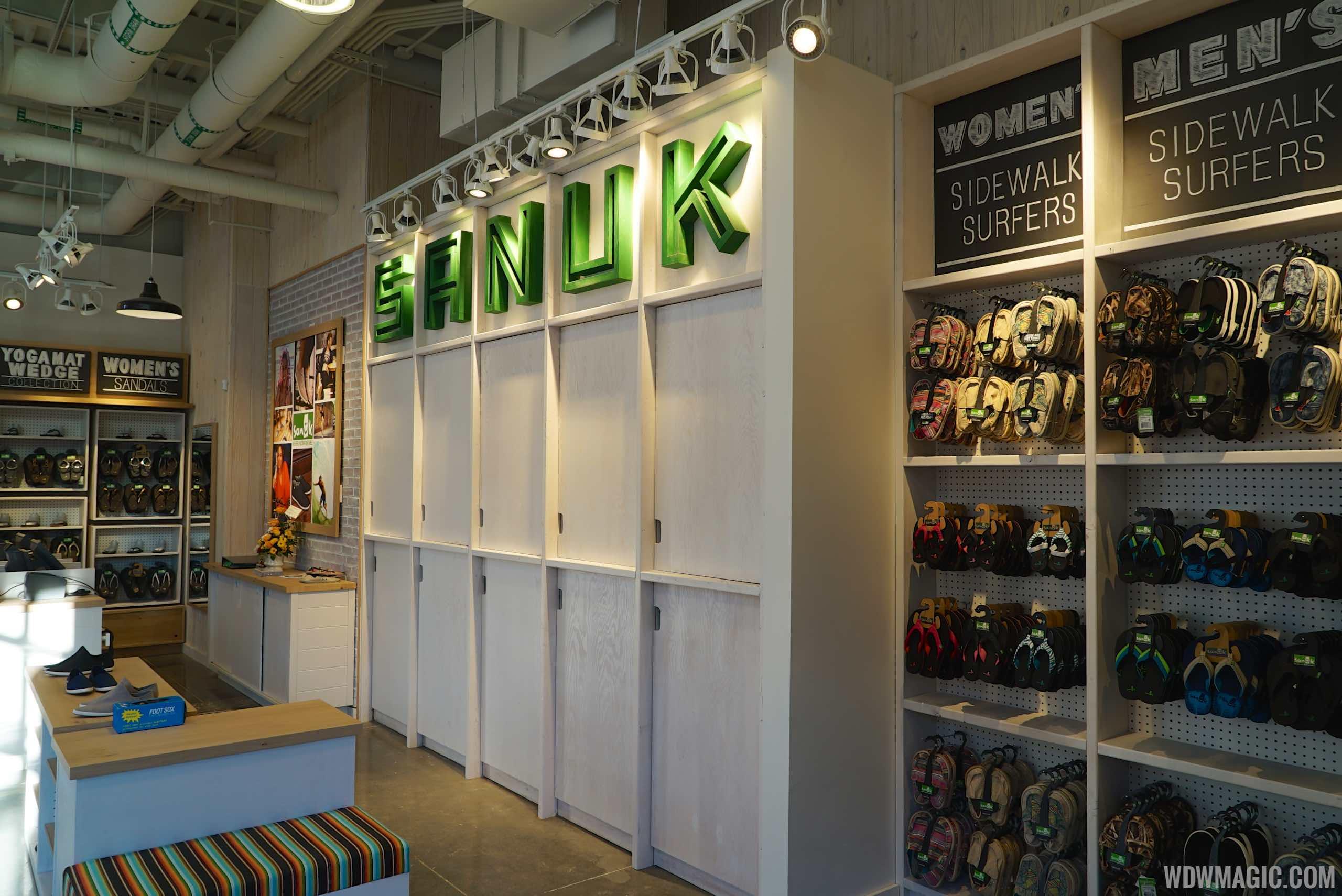 Sanuk - Inside