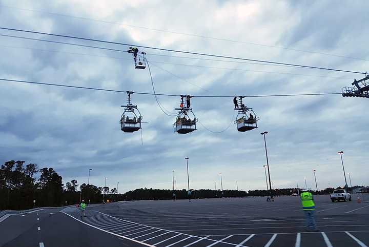 PHOTOS - Maintenance gondolas take to the Disney Skyliner cables