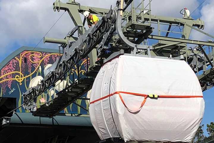 PHOTOS - First Disney Skyliner gondolas installed around property